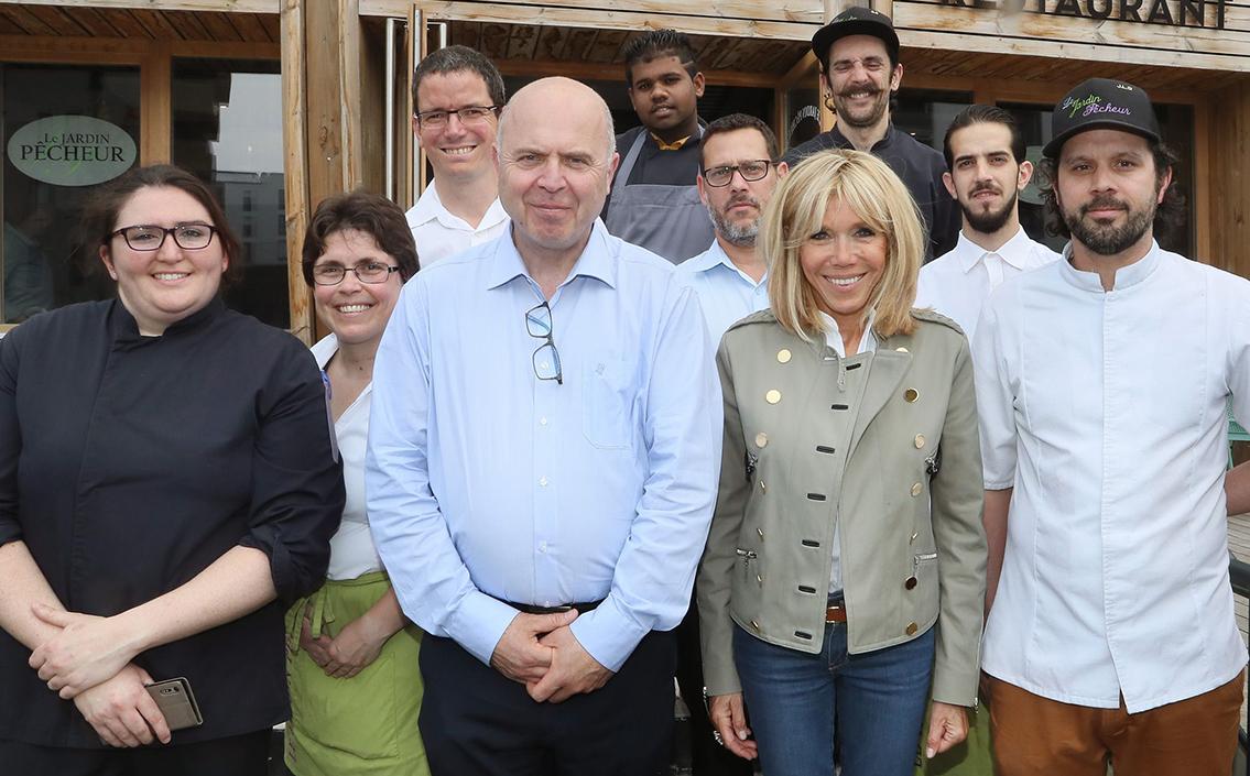 Visite de Brigitte Macron au restaurant solidaire Jardin Pêcheur.