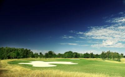 Ouvertured'un parcours de golf de 18 trousà Villenave d'Ornon.