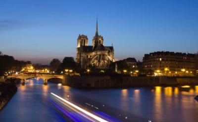 Participation à l'effort de reconstruction de Notre-Dame de Paris.