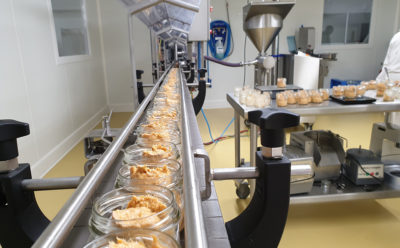 L'atelier du poissonnier prépare 700 000 pots de rillettes par an.